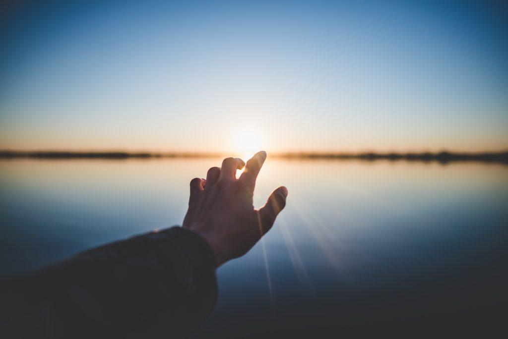 既然無法加入保險,就只能祈禱那名為陽光的希望出現。 |礙的萬物論